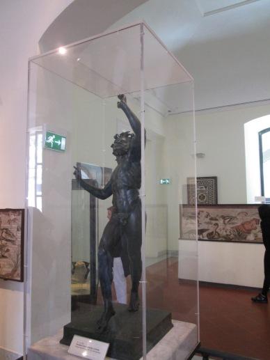 Originale della statua del Fauno custodita al Museo di Napoli