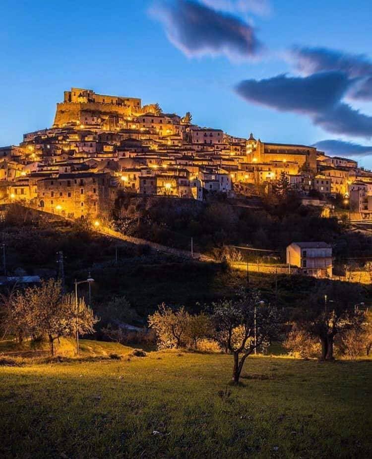 Rocca Imperiale di sera